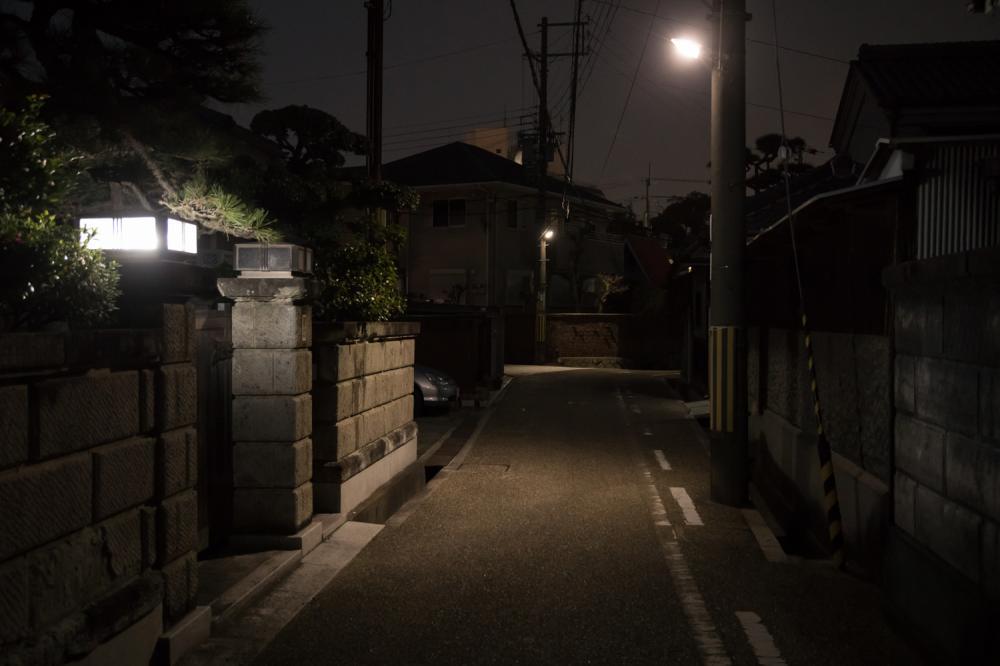 深夜の郊外