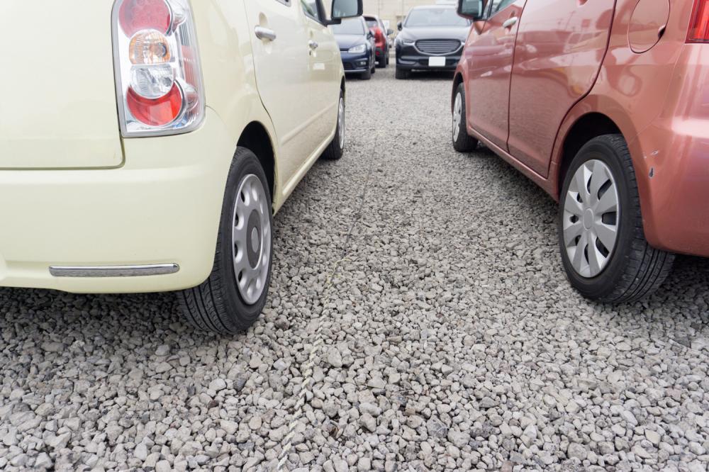 駐車場は砂利敷きでもOK? メリット・デメリットを解説!