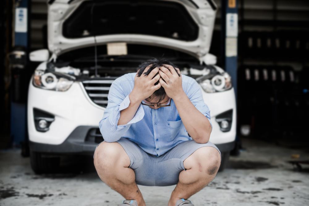 駐車場で当て逃げ発生! 事故後の対応や修理費は誰が負担するの?