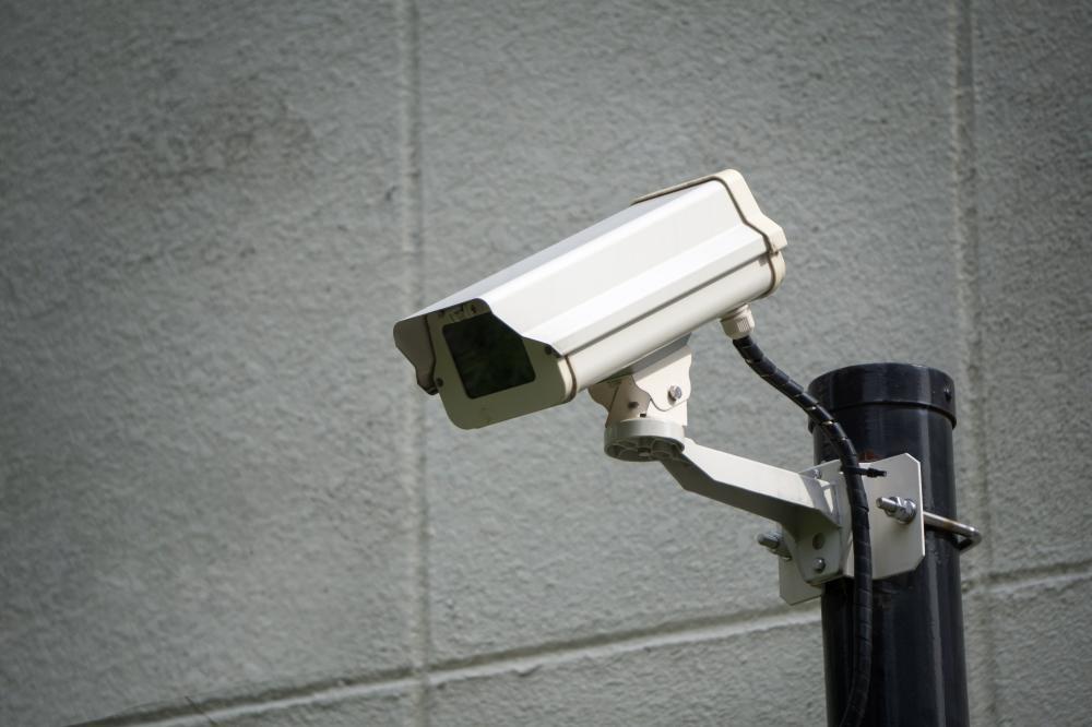 ゴミ捨て場で不法投棄が発覚! 監視カメラが有効って本当?