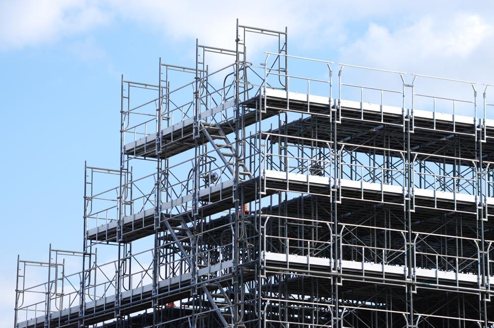 大規模修繕で設置する仮設足場とは? 種類や費用の求め方を紹介!