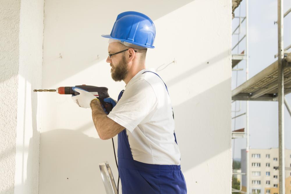 修繕工事は大きな音が発生する機器が多く用いられる