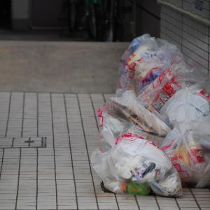 ゴミ捨て場に住民以外のゴミが!これって違法? 事例と対策を解説
